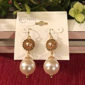 Jewelry - NWT Gold/ Pearl Earrings